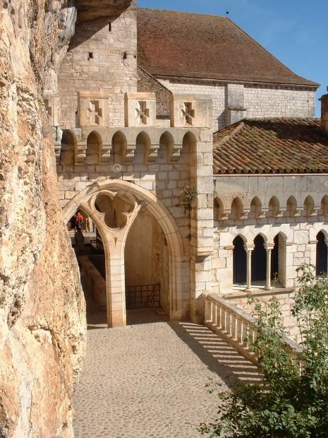 Rocamadour. Chemin de Ronde en haut du Sanctuaire 1 - Auteur : Yann LESELLIER