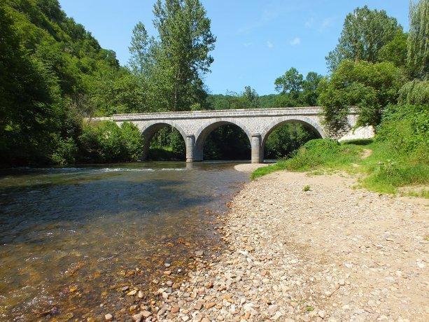 La baignade dans le célé au pont d'Espagnac à Espagnac-Sainte-Eulalie
