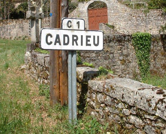 Panneau du village de Cadrieu