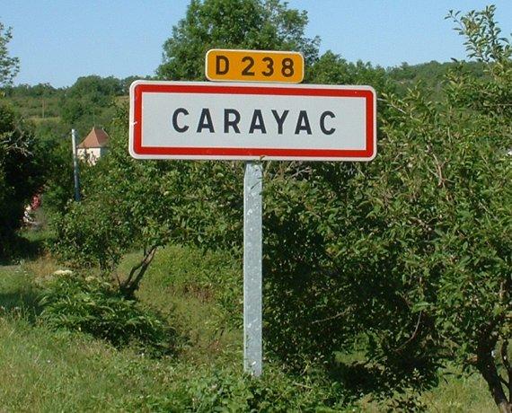 Panneau du village de Carayac dans le Lot