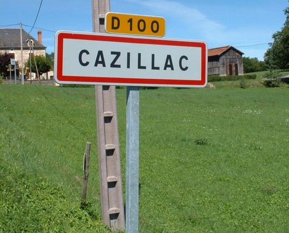 Panneau du village de Cazillac dans le Lot