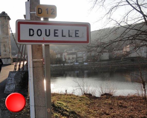 panneau du village de Douelle dans le Lot