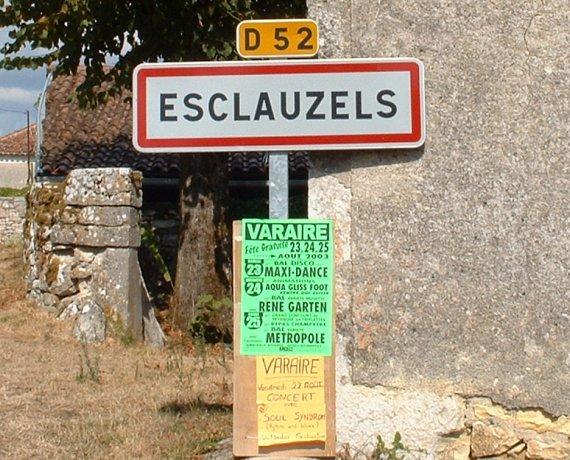 panneau du village d'Esclauzels dans le Lot