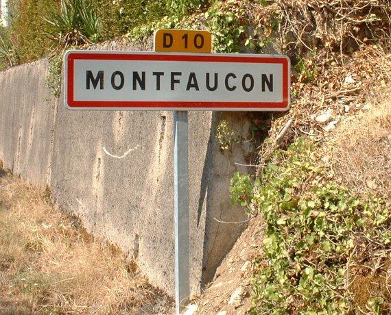 Panneau du village de Montfaucon dans le Lot