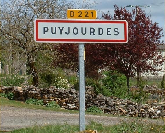 Panneau du village de Puyjourdes dans les Lot