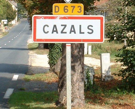 Panneau du village de Cazals dans le Lot