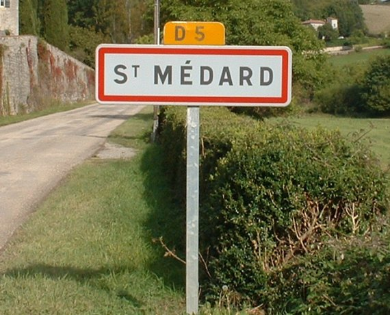 Panneau du village de Saint-Médard dans le Lot