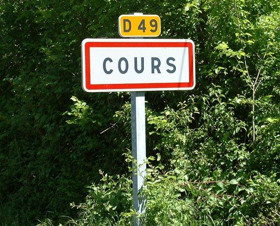 Panneau du village du Cours dans le Lot