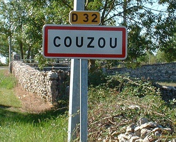 Panneau du village de Couzou dans le Lot