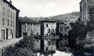 Ancien canal des 3 moulins à Figeac (Place de l'étang) dans le Lot
