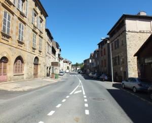 Rue du Faubourg du Pin à Figeac dans le Lot