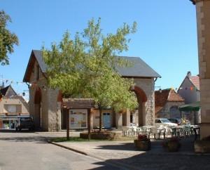 Halle d'Assier (bourg) dans le Lot