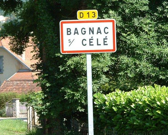 Panneau du village de Bagnac-sur-Célé dans le Lot