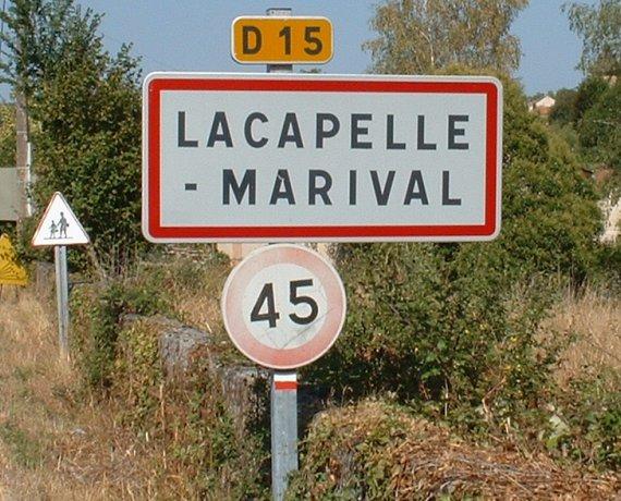 Panneau du village de Lacapelle-Marival dans le Lot