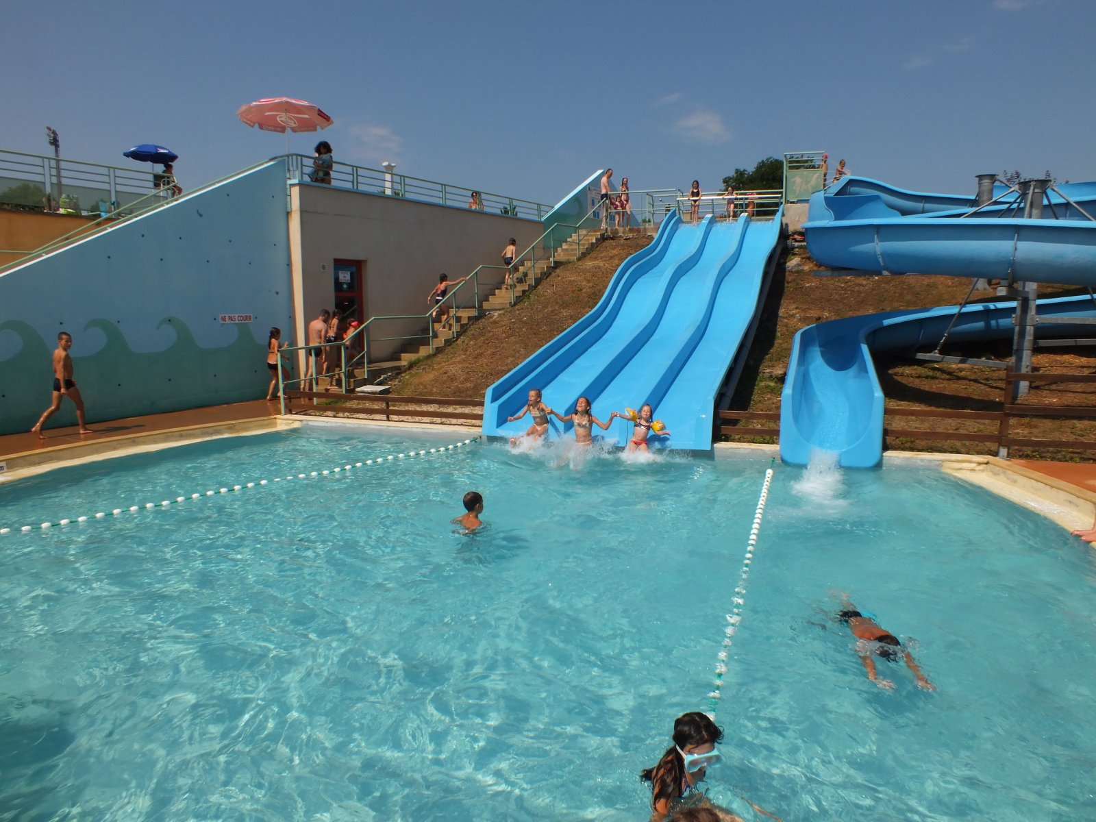 Lot piscines parcs aquatiques lot 46 for Piscine les herbiers tarif