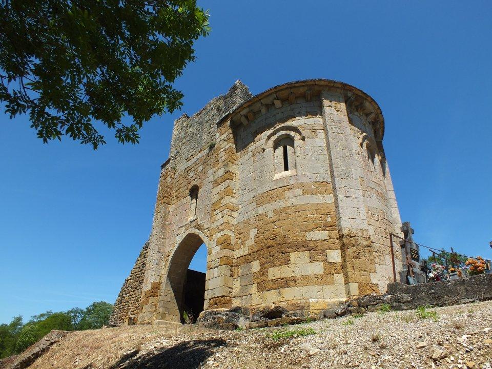 Ruines de l'église Saint-Martin à Camboulit (Bru) dans le Lot