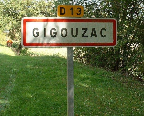 Panneau du village de Gigouzac dans le Lot