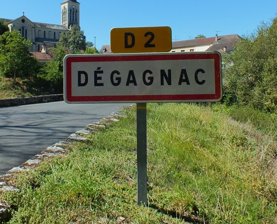 Panneau du village de Dégagnac dans le Lot