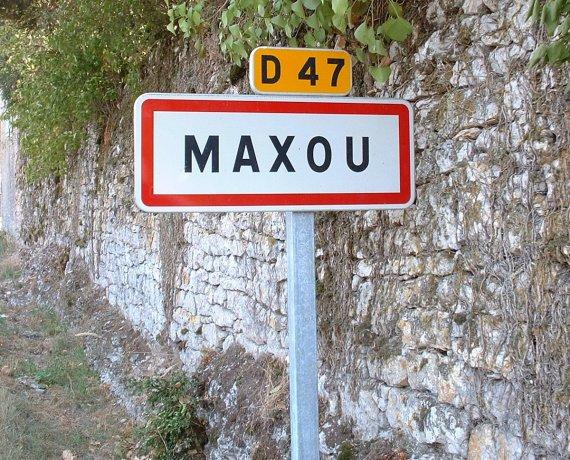 Panneau du village de Maxou dans le Lot
