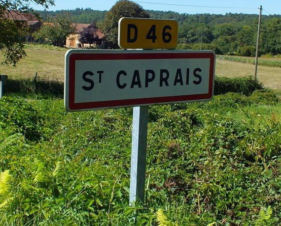 Panneau du village de Saint-Caprais dans le Lot