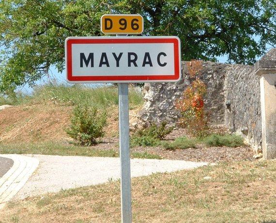 Panneau du village de Mayrac dans le Lot