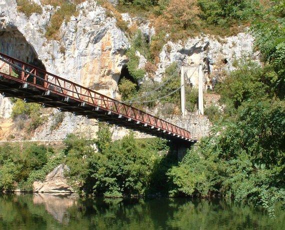 Pont suspendu sur le Lot à Bouziès dans le Lot