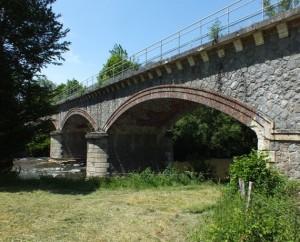 Pont SNCF sur le Célé à Saint-Jean-Mirabel dans le lot