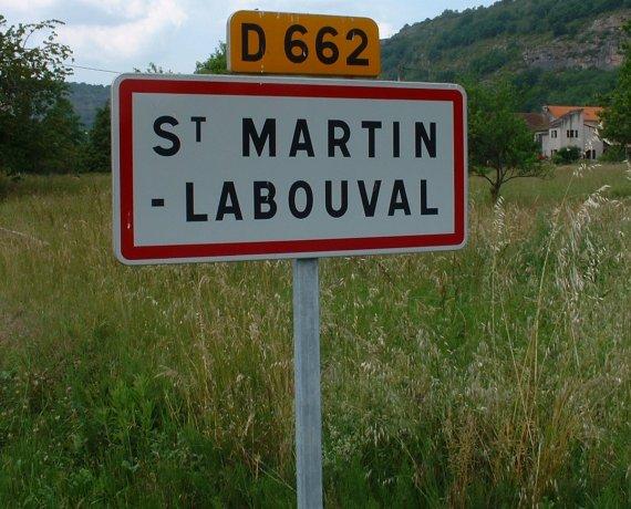 Panneau du village de Saint-Martin-Labouval dans le Lot