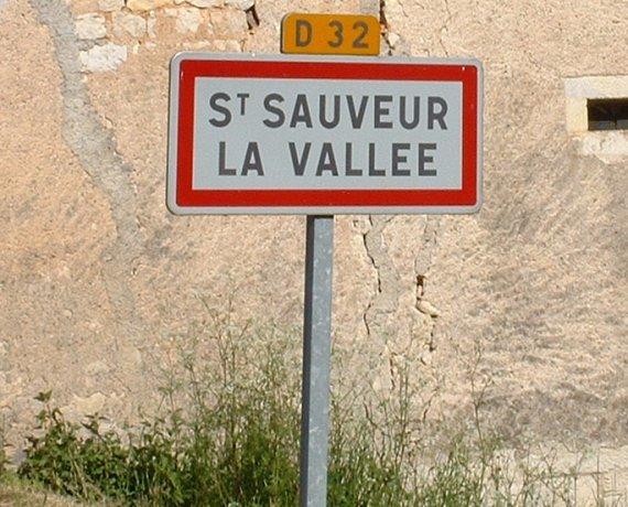 Panneau du village de Saint-Sauveur-la-Vallée dans le Lot