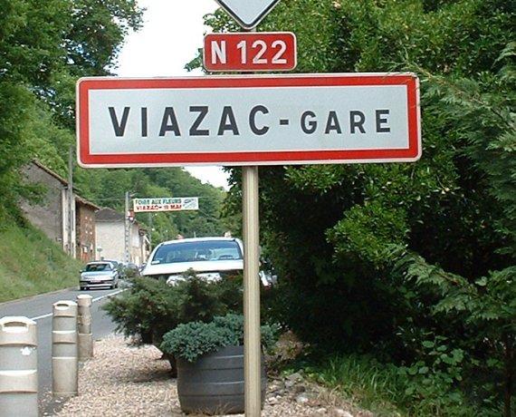 Panneau du village de Viazac dans le Lot