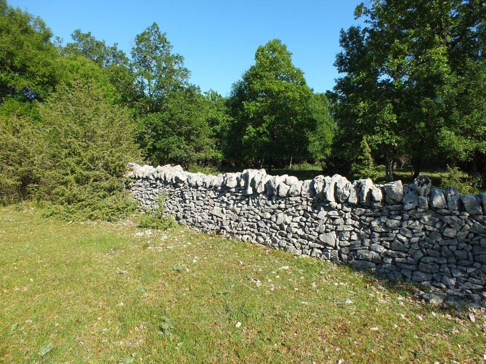 Murettes près du Dolmen du Cloup des Périès à Grèzes dans le Lot