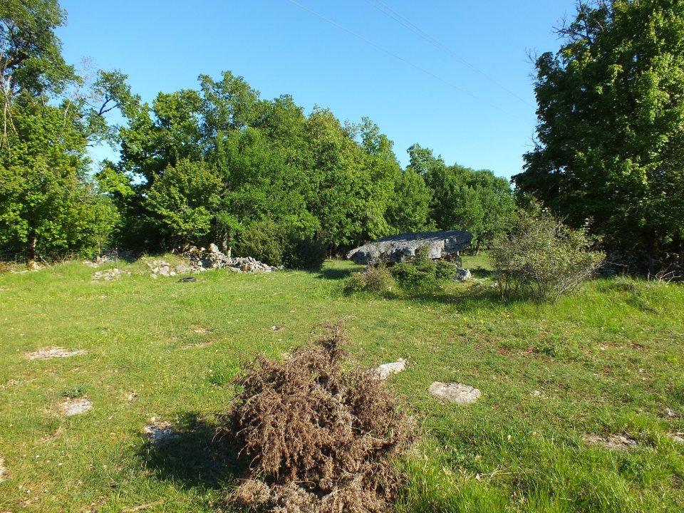 Dolmen du Cloup des Périès à Grèzes dans le Lot