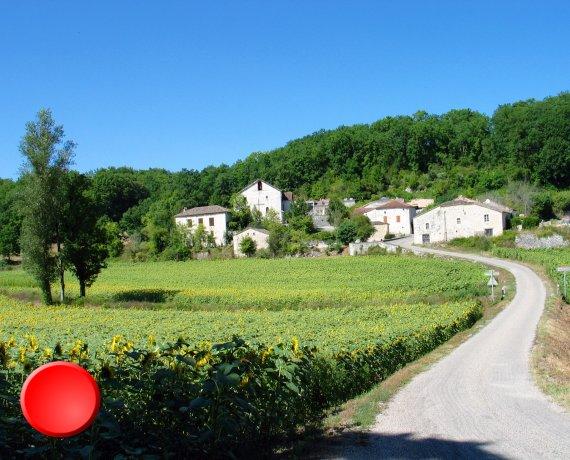 Le bourg de Valprionde dans le Lot