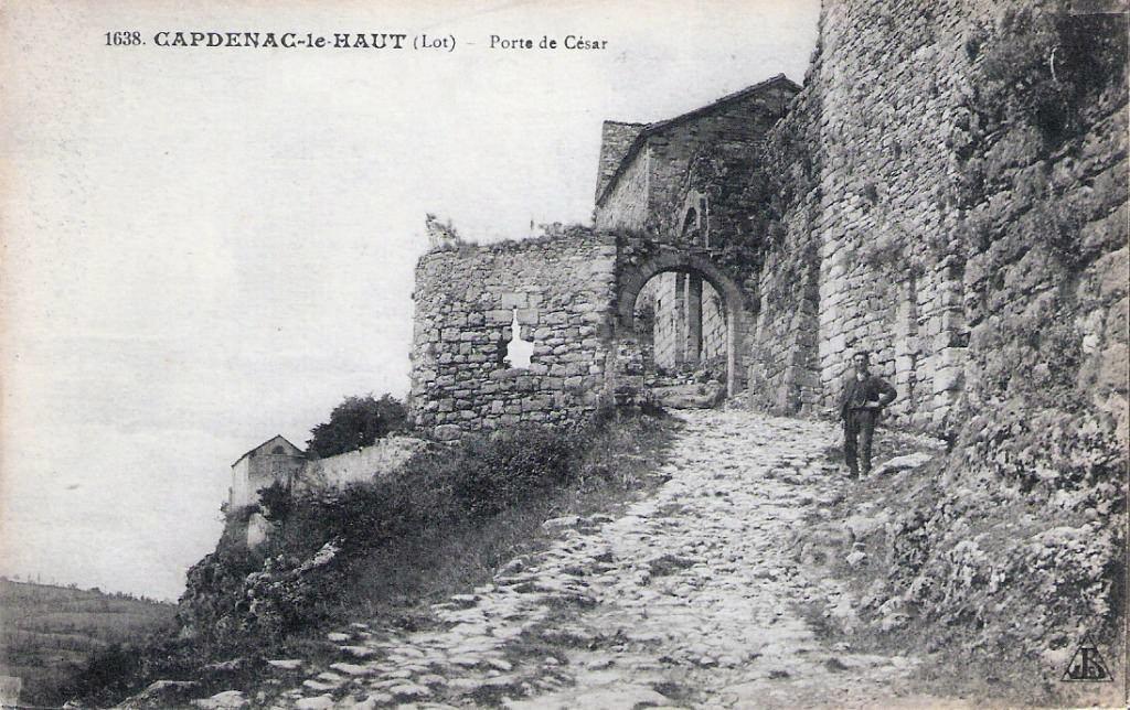 La porte Narbonnaise à Capdenac-le-Haut dans le Lot (Début XXe siècle)