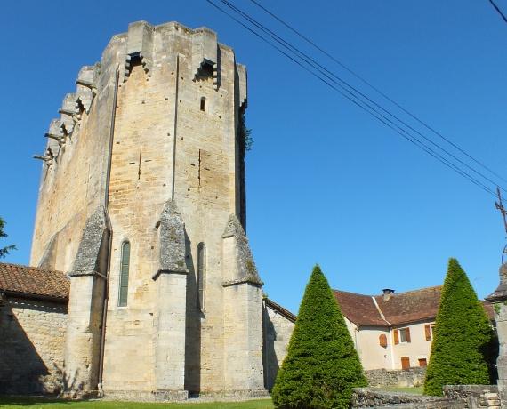 Église fortifiée Saint-Martial à Rudelle dans le Lot