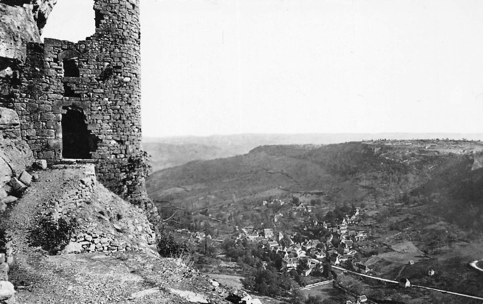 Le château des Anglais à Autoire dans le Lot (vieille carte postale)