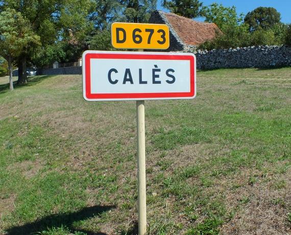 Panneau du village de Calès dans le Lot