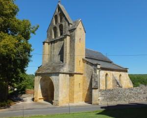 Église Saint-Pierre à Nadaillac-de-Rouge dans le Lot