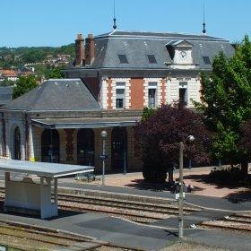 Gare ferroviaire de Figeac dans le Lot (vue sud-ouest du bâtiment voyageur)