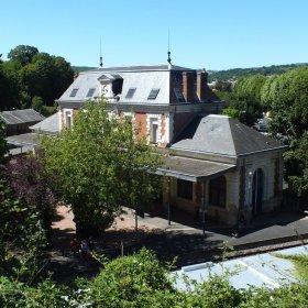 Gare ferroviaire de Figeac dans le Lot (Vue sud-est du bâtiment voyageur)