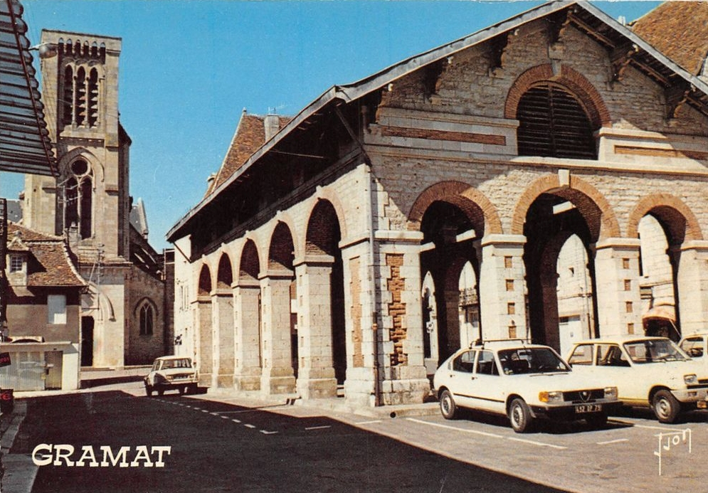 Halle du XIXe siècle à Gramat (Place de La Halle) dans le Lot (Vers 1980)