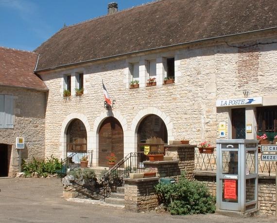 Mairie de Floirac (bourg) dans le Lot