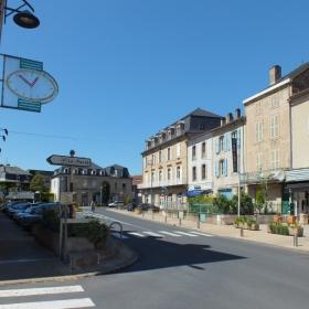 La rue de la République à Saint-Céré dans le Lot
