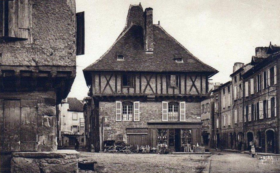 La maison des Consuls sur la Place du Mercadial