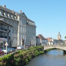 Le Quai Jules Ferry à Saint-Céré dans le Lot