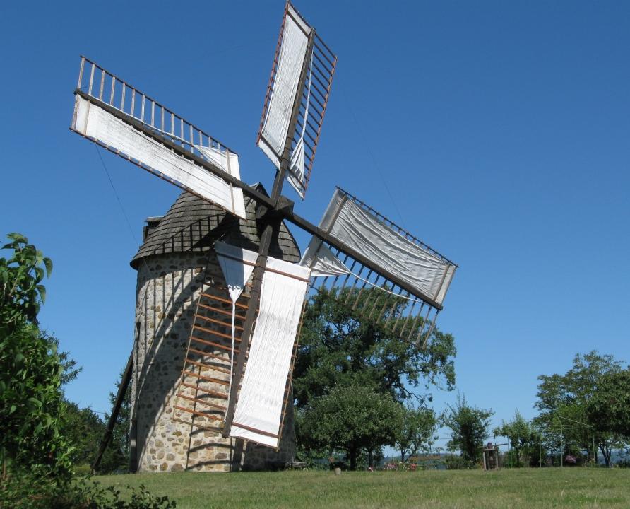 Figeac - VTT - 02 - Le moulin à vent de Seyrignac à Lunan dans le Lot