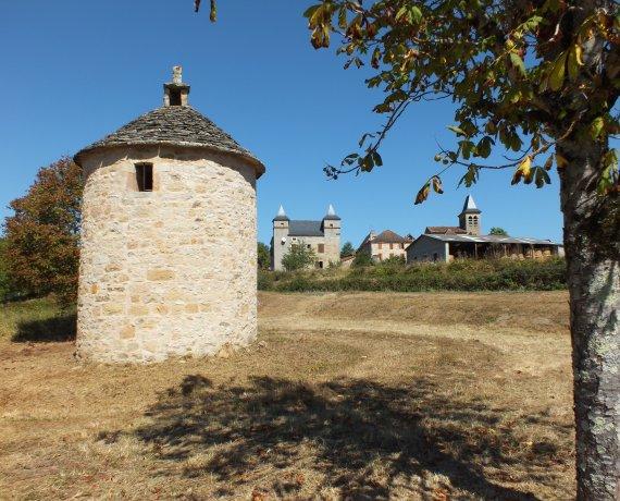 Joli pigeonnier à Fourmagnac (bourg) dans le Lot