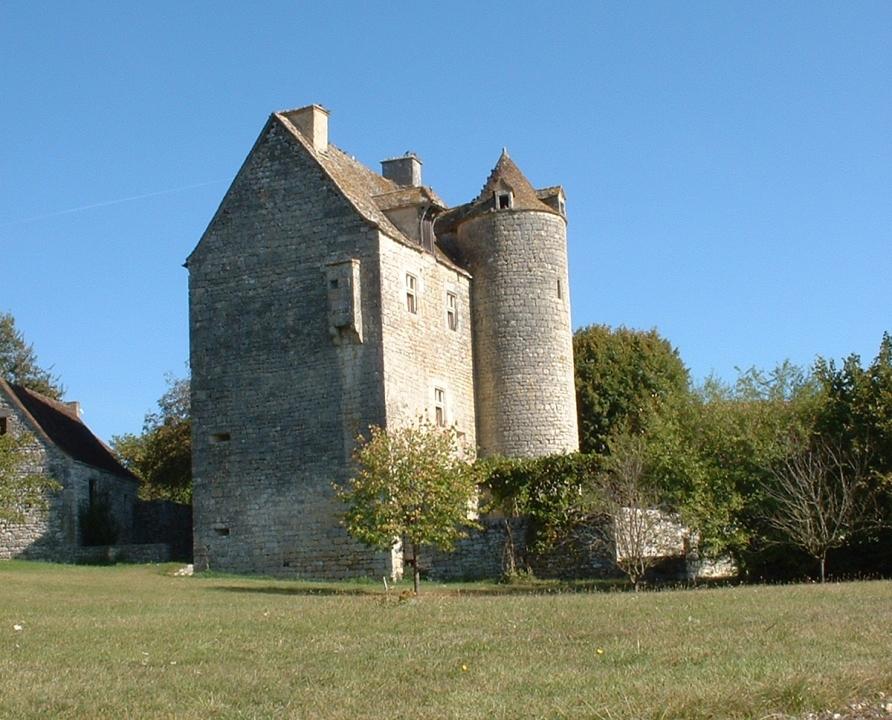 Circuits randonnée pédestre - Ginouillac - Le Chemin des Pechs - 13km (Château de Ginouillac)