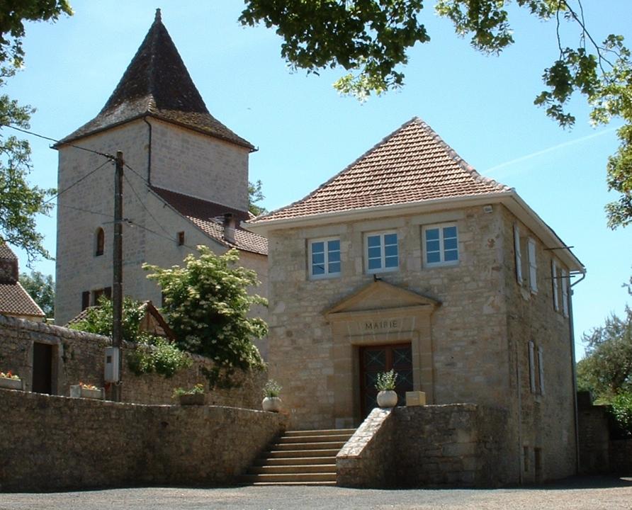 Circuits randonnée pédestre - Issendolus - Circuit la Randonnée du Causse - 16km (la mairie & l'église d'Issendolus)