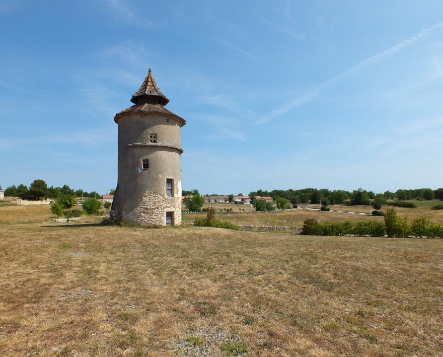 Circuit VTT - Lalbenque - La route des paysages trufficoles - 23km (Pigeonnier de la route de Cremps à Lalbenque)